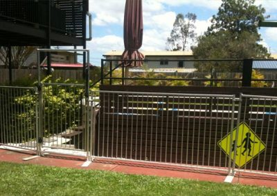 temporary-pool-fence-gate2
