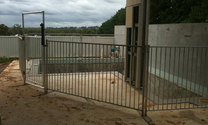 temporary-pool-fence-gate3
