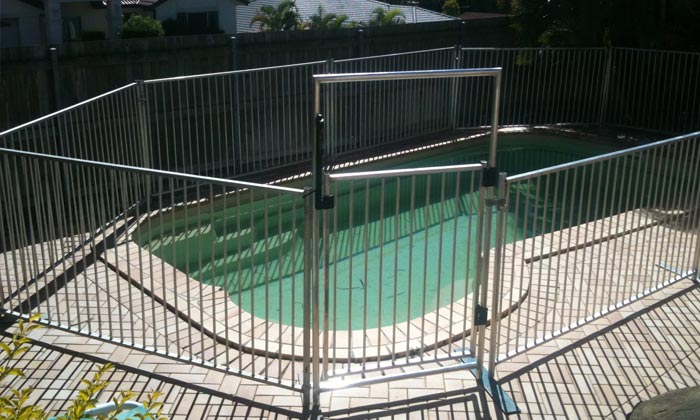 temporary-pool-fence-gate4